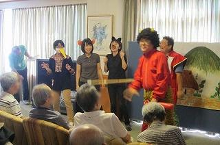 桃太郎の演劇<アクティブライフ山芦屋・デイサービス>_c0107602_110375.jpg