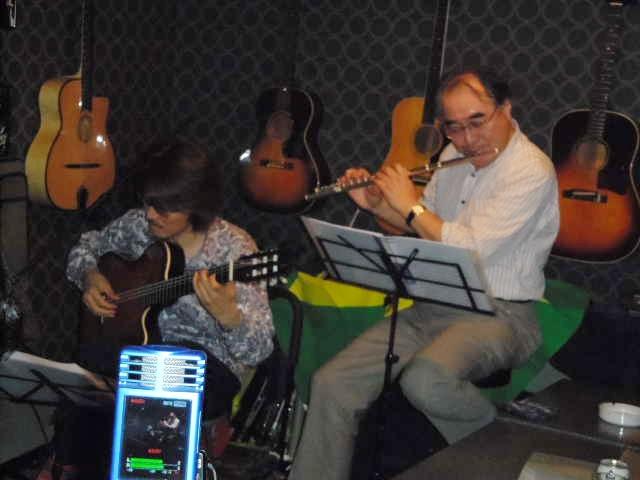 サンバ、ボサノバ、ショーロ・・・贅沢なブラジル音楽の夜_b0169403_1775832.jpg