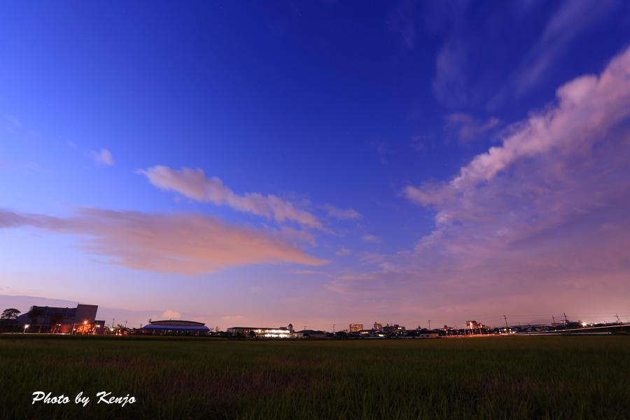 夕暮れの空。。。_a0097006_1134715.jpg