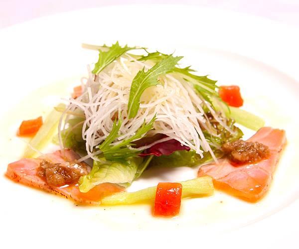 軽く炙ったサーモンのサラダ、秋みょうがのヴィネグレット_b0115006_1761941.jpg