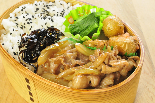 豚の生姜焼き弁当_b0171098_8124865.jpg