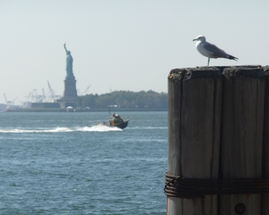 Government shutdownの影響で、自由の女神のあるリバティ島は一時閉鎖中_b0007805_813239.jpg
