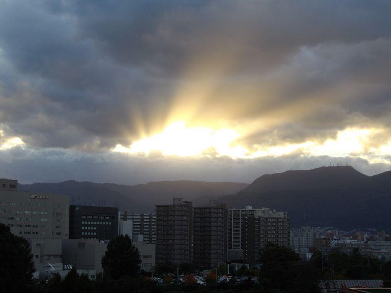 久しぶりに沈みゆく太陽を見ましたが_c0025115_18435642.jpg