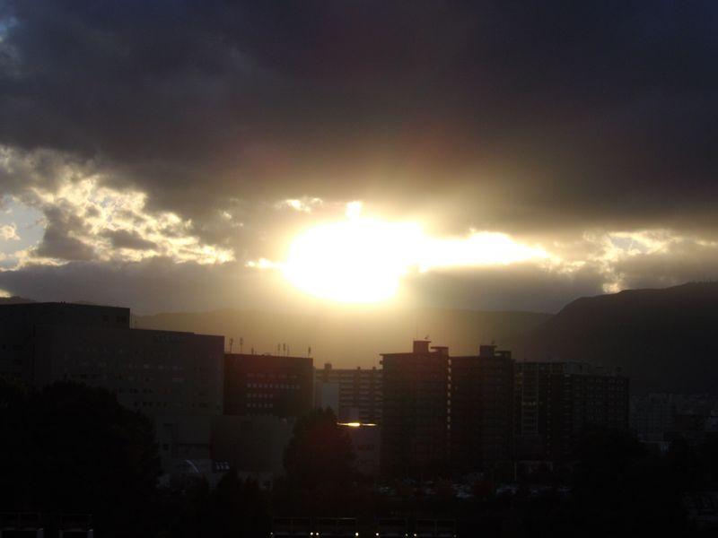 久しぶりに沈みゆく太陽を見ましたが_c0025115_18435820.jpg