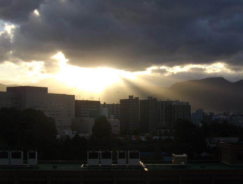 久しぶりに沈みゆく太陽を見ましたが_c0025115_1844059.jpg