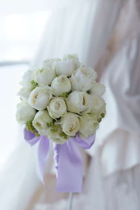 ラウンドブーケ 中秋 ひとつのバラだけで パレスホテル様へ_a0042928_2609.jpg