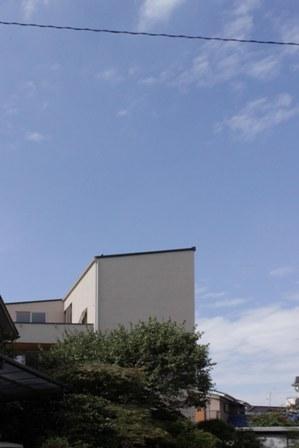3階建て各階の壁、それぞれの表情。_f0170331_1843149.jpg