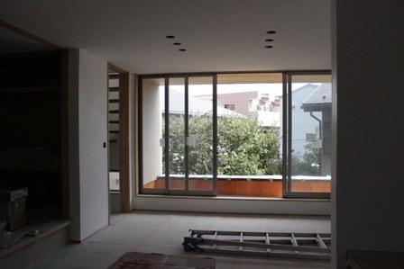 3階建て各階の壁、それぞれの表情。_f0170331_18594677.jpg