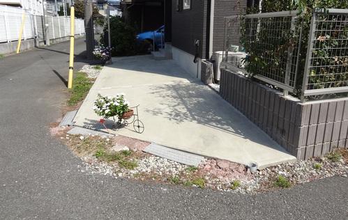 ご近所散歩-内と外の境界_e0264942_1236989.jpg