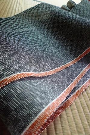 今日織り上がった、この帯も・・・。_f0177373_20292049.jpg