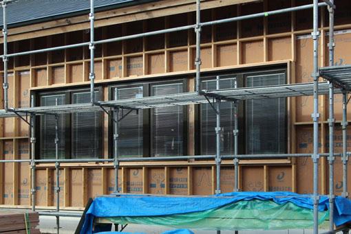 Q1住宅-X3青森:ブラインド内蔵木製サッシU値0.9〜0.7W/m2K_e0054299_1033966.jpg