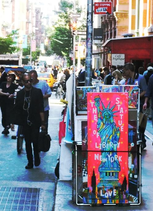 ニューヨークの街角で遭遇した自由の女神様アート作品_b0007805_640312.jpg