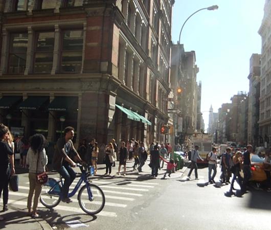 ニューヨークの街角で遭遇した自由の女神様アート作品_b0007805_6404589.jpg