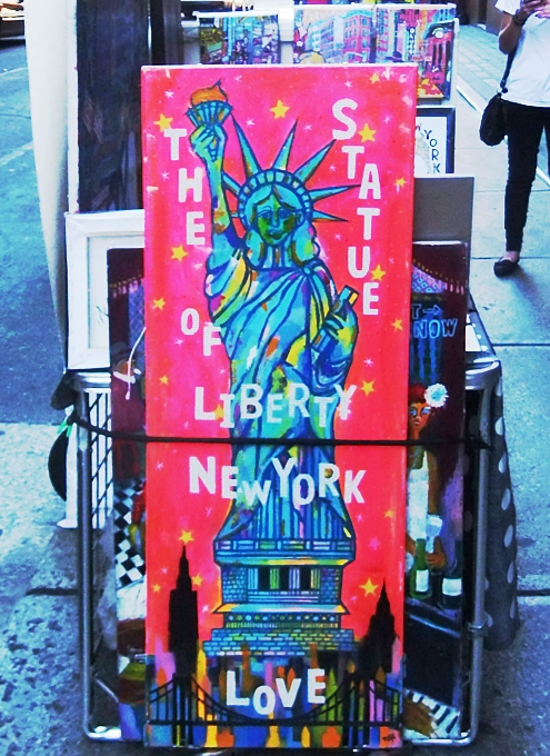ニューヨークの街角で遭遇した自由の女神様アート作品_b0007805_6411023.jpg