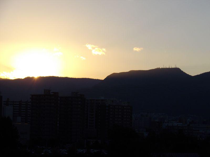 ついに山にはいる太陽を目撃_c0025115_2183783.jpg
