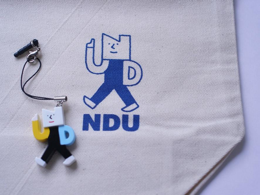 キャラクター:ニッシーくんのトートバッグと携帯ストラップ(日本歯科大学)_a0249132_1464859.jpg