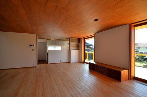 Fさんの家 「とりあえず」完成(3) 居間_a0039934_1732350.jpg