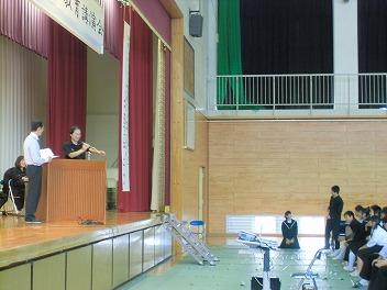 中学校で教育講演会_a0272042_19202555.jpg