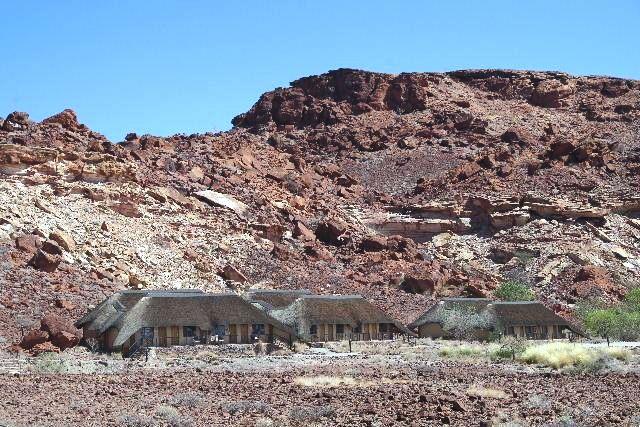 ナミビアの旅(30) カオコランドのオプウォ・カントリーロッジへ _c0011649_2043197.jpg