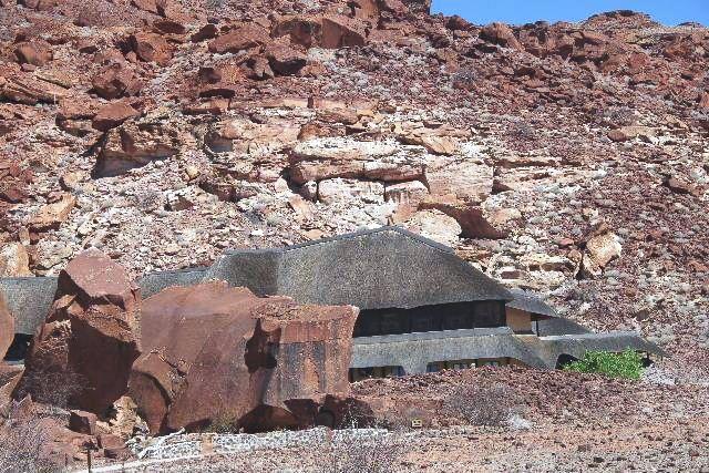 ナミビアの旅(30) カオコランドのオプウォ・カントリーロッジへ _c0011649_20433029.jpg