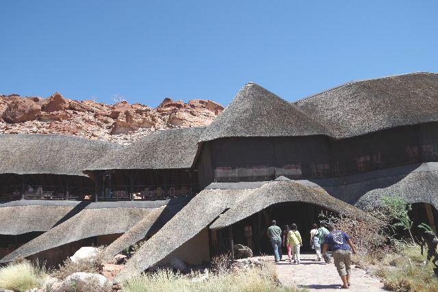 ナミビアの旅(30) カオコランドのオプウォ・カントリーロッジへ _c0011649_204479.jpg