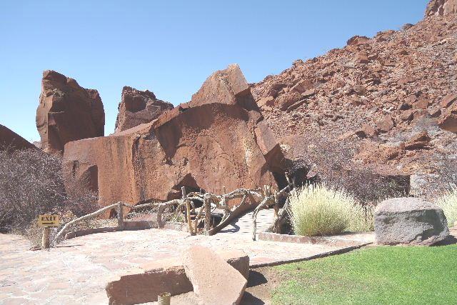 ナミビアの旅(30) カオコランドのオプウォ・カントリーロッジへ _c0011649_20451057.jpg