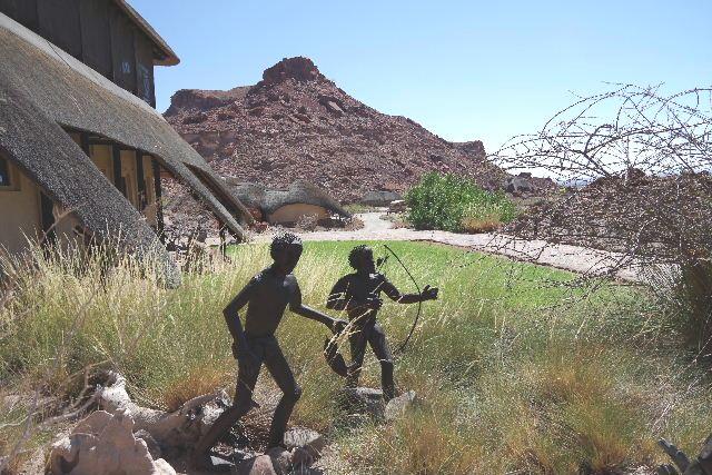ナミビアの旅(30) カオコランドのオプウォ・カントリーロッジへ _c0011649_20545813.jpg