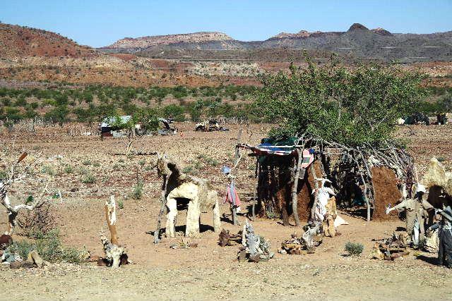 ナミビアの旅(30) カオコランドのオプウォ・カントリーロッジへ _c0011649_2131318.jpg