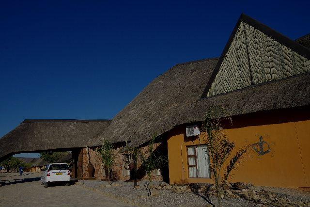 ナミビアの旅(30) カオコランドのオプウォ・カントリーロッジへ _c0011649_012542.jpg