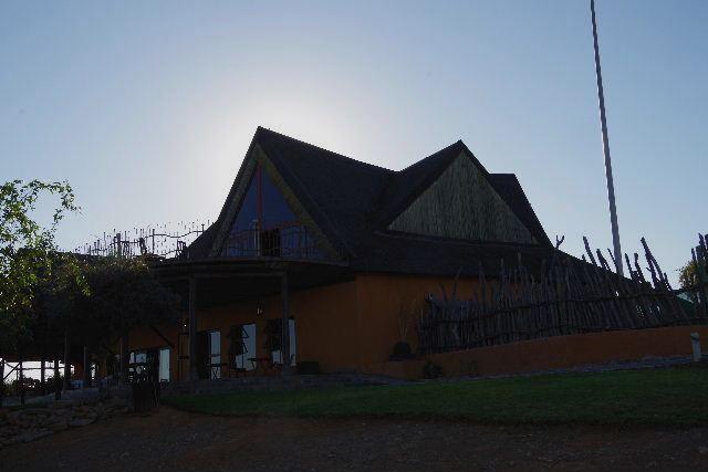 ナミビアの旅(30) カオコランドのオプウォ・カントリーロッジへ _c0011649_031475.jpg