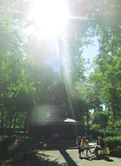 ユニオン・スクエアの芝生の上でゴロゴロ_b0007805_21341514.jpg