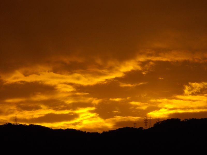 寒い一日ようやく雨が上がって夕焼け_c0025115_18514410.jpg