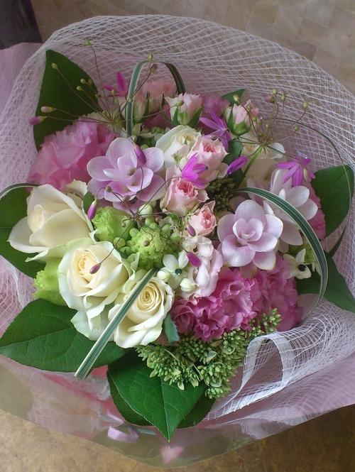 ピンク系の可憐な花束_c0137266_1553379.jpg