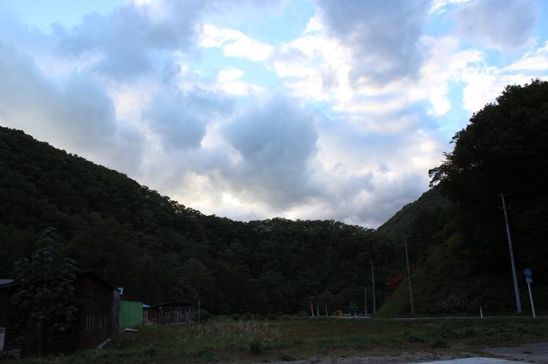 秋の空と山_f0227395_1725393.jpg