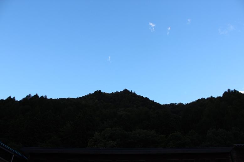 秋の空と山_f0227395_1726969.jpg