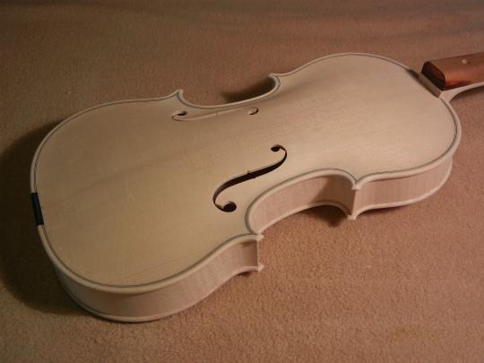 弦楽器フェアの展示ヴァイオリン、ホワイトで完成。_d0047461_639030.jpg