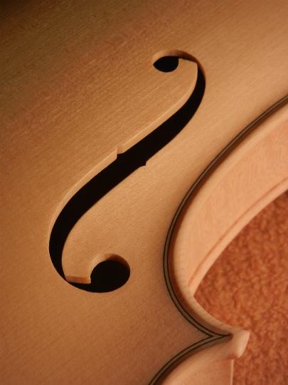 弦楽器フェアの展示ヴァイオリン、ホワイトで完成。_d0047461_6405525.jpg