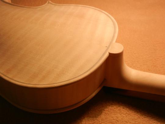 弦楽器フェアの展示ヴァイオリン、ホワイトで完成。_d0047461_6444983.jpg