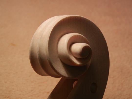 弦楽器フェアの展示ヴァイオリン、ホワイトで完成。_d0047461_6464039.jpg
