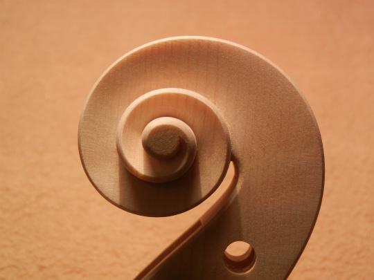 弦楽器フェアの展示ヴァイオリン、ホワイトで完成。_d0047461_647211.jpg