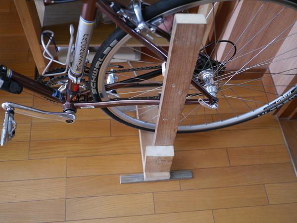 自転車の 自転車 車載 スタンド 自作 : ... スタンドを廃材の材木で作って