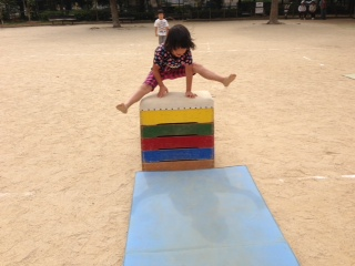 最近の保育園の話題。土山と運動会練習_b0117125_17485522.jpg