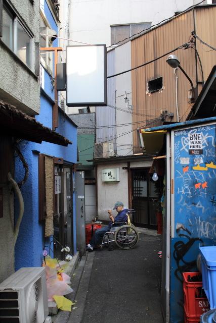 新宿  歌舞伎町は今日も平和_b0061717_1653082.jpg