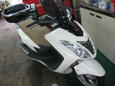 マラグーティーにバイクザシートインサイド ??_e0114857_20212270.jpg