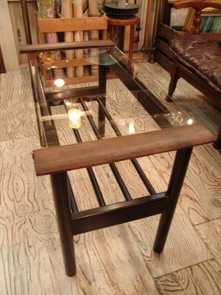古い木とガラスのテーブル入荷!!●世田谷・若林店●_a0096367_20121915.jpg