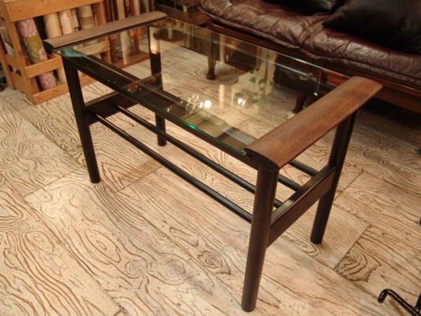 古い木とガラスのテーブル入荷!!●世田谷・若林店●_a0096367_20124337.jpg