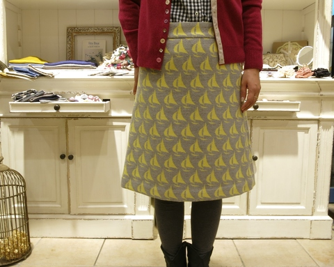 ヨット柄のウールスカートで、暖かくね。_c0227633_18515992.jpg