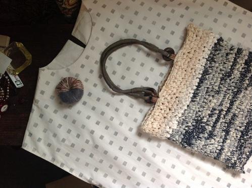 割き編みのバッグに持ち手を付けたらかわいくなった_d0101846_839226.jpg
