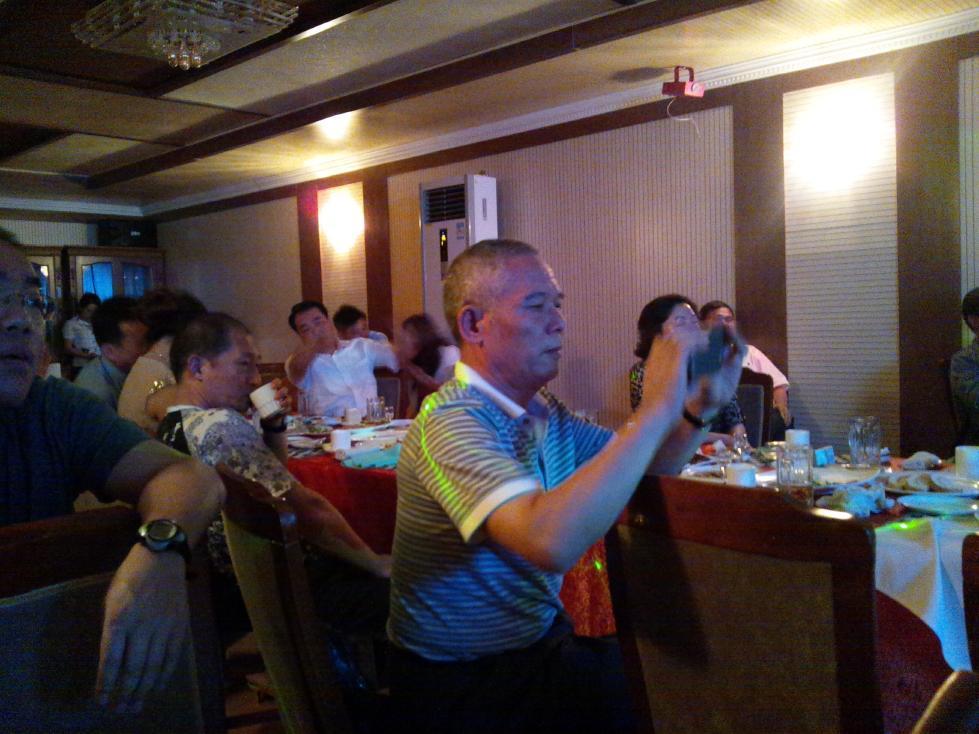 平壌で見かけた台湾人観光客たち(万寿台創作社レストラトランにて)_b0235153_9301721.jpg