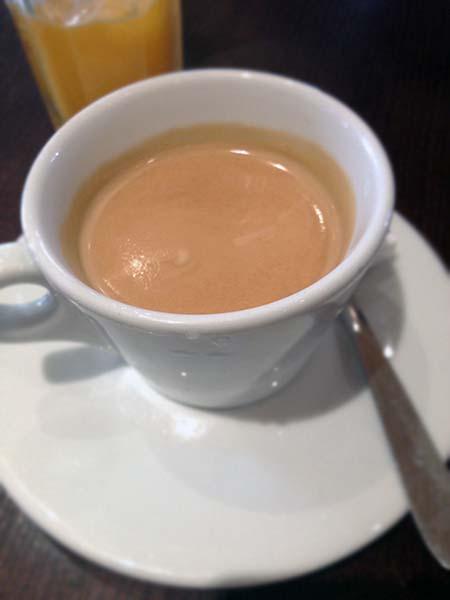 パリのカフェでブランチ_b0270459_0334285.jpg